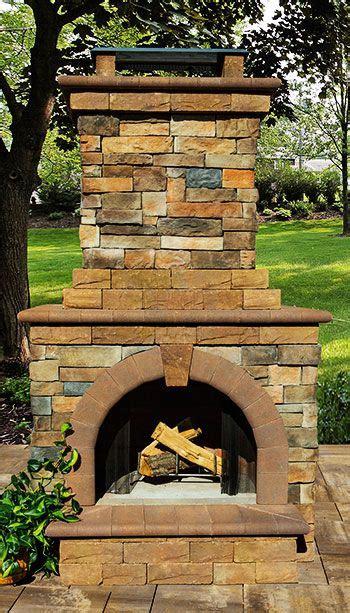 stone veneer outdoor fireplace fireplaces pinterest stone veneer stone and outdoor living