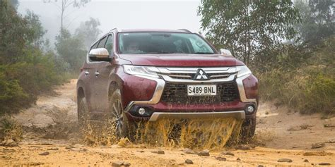 pajero land rover mitsubishi draws parallels to jeep land rover photos 1