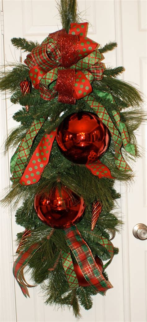 christmas door swag ideas would this for my front door not paying 150 00 for it though decorations