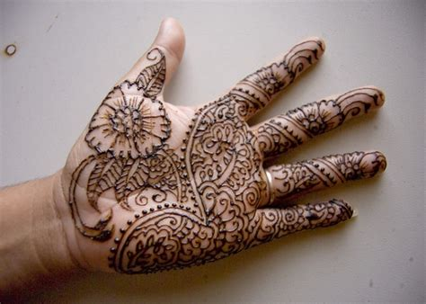 cool henna tattoos 25 excellent henna designs slodive