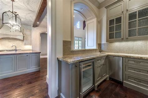 Butler Pantry With Arched Pass Through Design Ideas