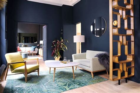 warna cat ruang keluarga biru dongker abu abu desain