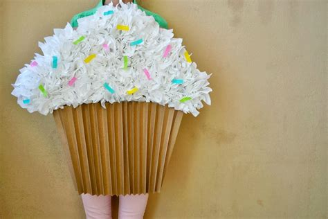 How To Make Paper Cupcakes - easy diy cupcake costume last minute costume
