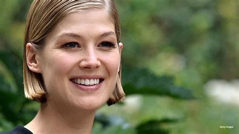 35 year old female starrs watch gone girl star rosamund pike on her biggest role