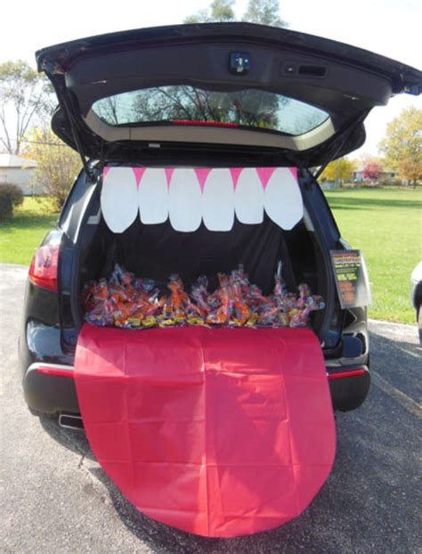 halloween themes for trunk or treat 8 trunk or treat ideas featuring face themes tip junkie