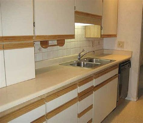 can laminate kitchen cabinets be painted 9 best images about diy kitchen cabinet makeover on