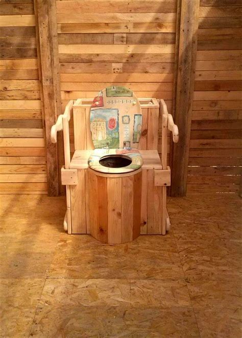 out door entertaining can make any size there great outdoor pallet toilet cabin easy pallet ideas
