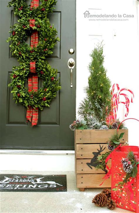 christmas wreath at christmas store in hagertown md front porch with boxwood wreath trio remodelando la casa
