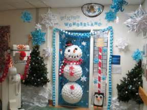 Christmas Train Decoration Decking Ottawa S Hospitals With Holiday Cheer For