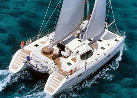 catamaran qui vole le catleya un catamaran de 14m vol 233 au port