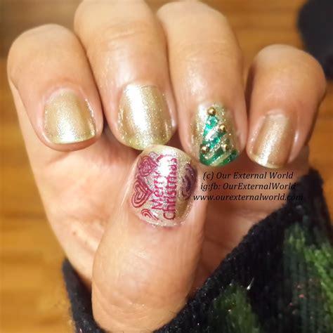 golden christmas nail art