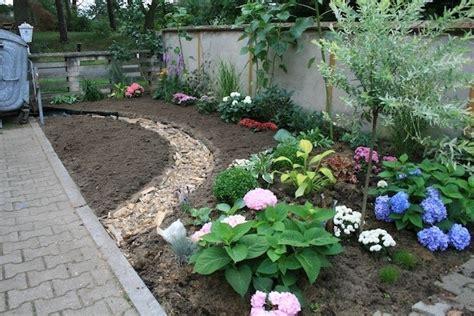 Gartengestaltung Mit Rindenmulch Und Steinen