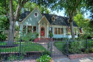 Cottage House For Sale by 10 Cottage Homes With Curb Appeal