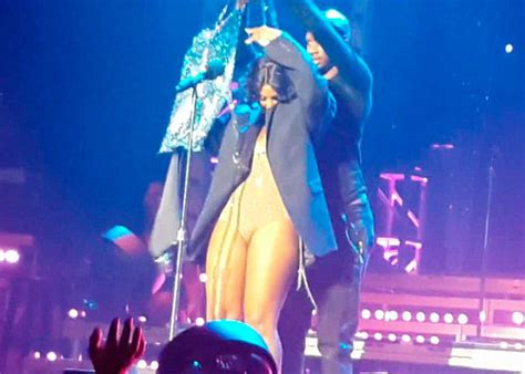 Loses Shirt While Performing Live by Toni Braxton S Dress Falls On Stage Newsbite