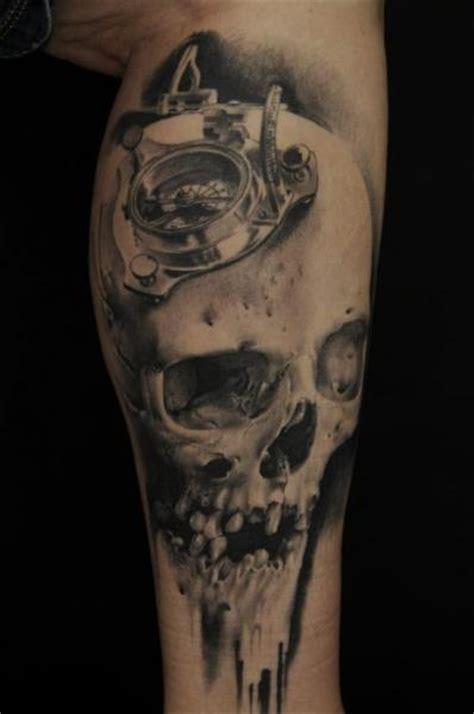 wandlen met arm arm totenkopf kompass tattoo von vicious circle tattoo