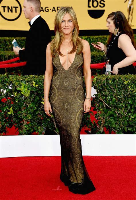 The Sag Award Goes To by Aniston 2015 Sag Awards 14 Gotceleb