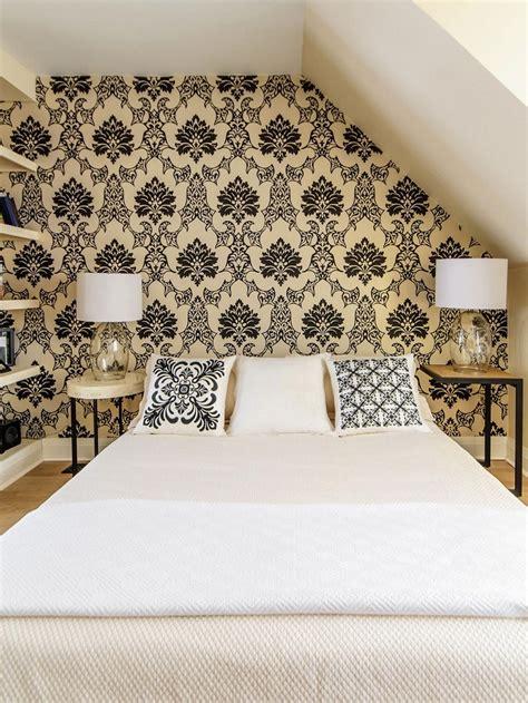Preciosa  Dormitorios Con Papel Pintado #6: Dormitorio-papel-pared-oro-negro-estilo.jpeg