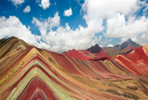 what color are mountains the rainbow mountain or 7 color or vicuna ausangate