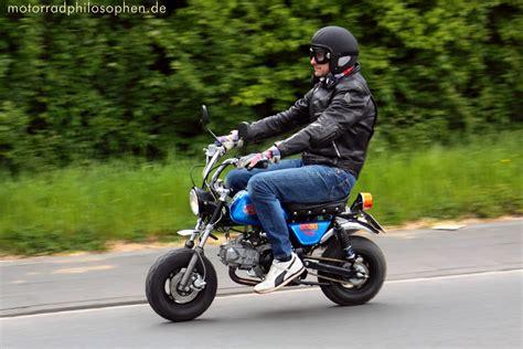 Leichtes Motorrad Für Kleine Fahrer by Honda Monkey Co Mit H 252 Bschen M 228 Dchen
