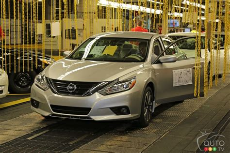 Blind Chain New 2016 Nissan Altima Enters Production In Smyrna Car