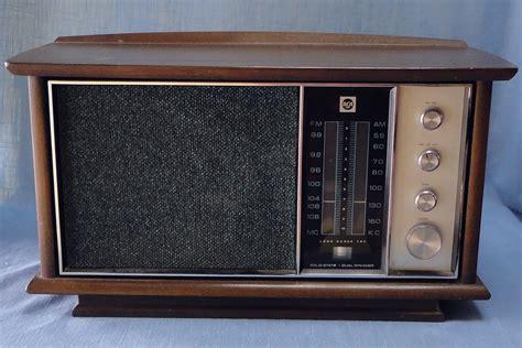 rca am fm afc solid state dual speaker walnut cabinet
