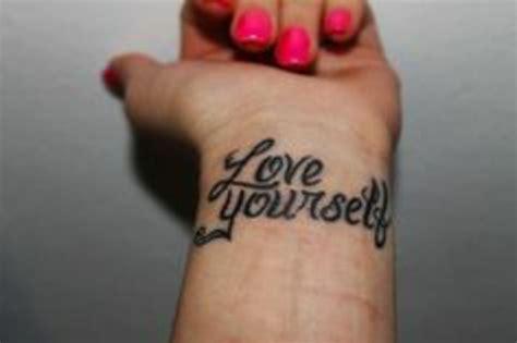 tattoo quotes about being good enough 1001 ideen f 252 r handgelenk tattoo werden sie unique im trend