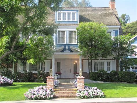 house photo wisteria