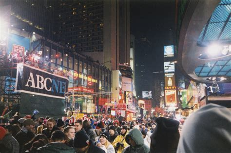 Times Square New Years Eve 2000 | file new years eve 1999 2000 times square jpg wikipedia