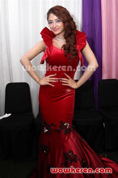 Vlestari Misteri Gaun Merah foto dewi persik til cantik kenakan gaun merah foto 168 dari 329