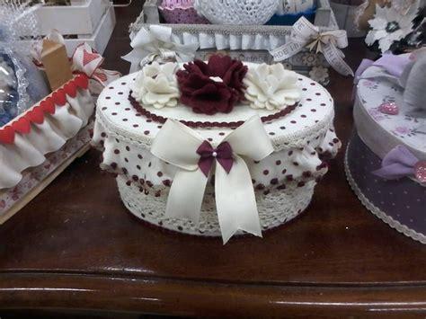fiori in panno scatola rivestita in pannolenci e decorata con fiori in