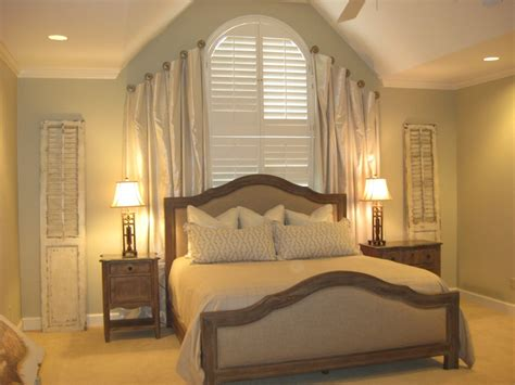 pictures for bedroom walls 129 best elegant romantic bedrooms images on pinterest 16654 | 2ecb28e31ec9d16654a4627bf3b7e627 arched windows large windows