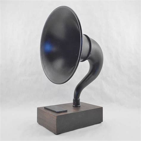 Handmade Speakers - the handmade vintage bluetooth speaker delivers and