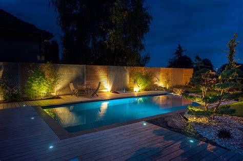 exquis contemporain piscine si 232 ges d ext 233 rieur est vue de