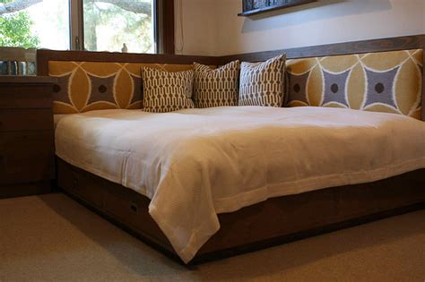 corner queen bed reclaimed wood queen day bed flickr photo sharing