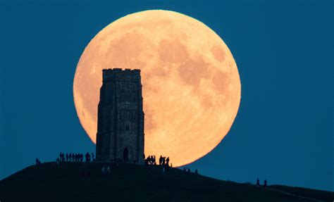 blood and earth modern krwawy księżyc zdjęcia zaćmienia księżyca z całego świata