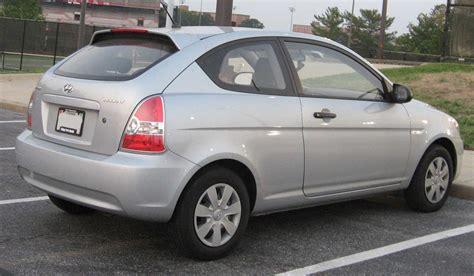 file hyundai accent hatch jpg wikimedia commons file hyundai accent hatchback rear 1 jpg wikimedia commons