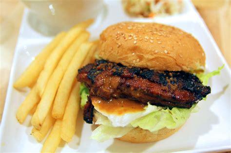 closed rs deli sedap chicken satay  beef rendang