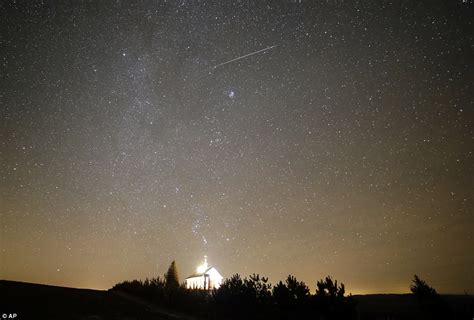 magical geminid meteor shower captured by photographers