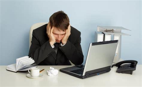 employe de bureau les employ 233 s qui s ennuient se tournent vers le caf 233 et l