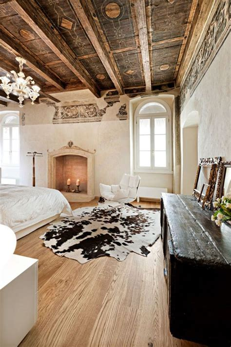 Cowhide Rug Decor by 25 Best Ideas About Cowhide Decor On Cowhide