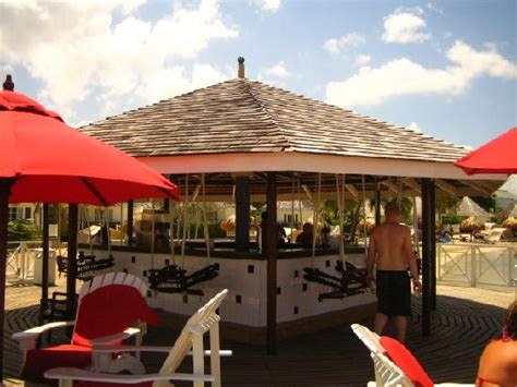 swing bar link cove 3 view from patio picture of royal decameron club