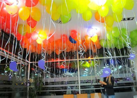 como decorar con globos el techo decoracion con globos en el techo de mickey mouse