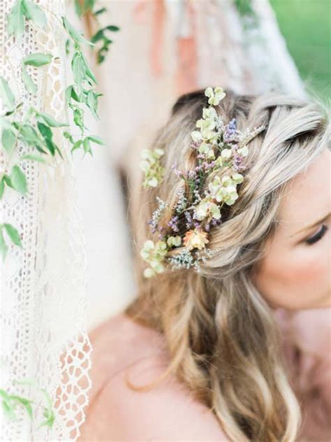 Wedding Hairstyles With Flowers In Hair by 20 Wedding Hair Ideas With Flowers Modern Wedding