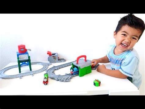 speelgoed uitpakken thomas de trein speelgoed uitpakken van verjaardag