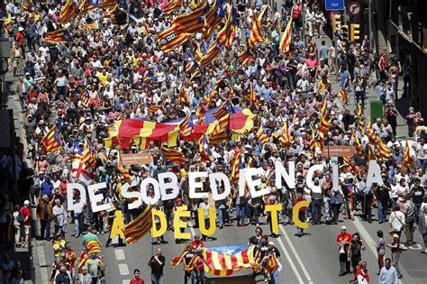 cabecera manifestacion barcelona cabecera de las entidades en la manifestaci 243 n catalu 241 a