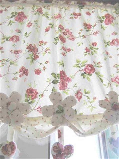 fiori per tende tende fai da te con fiori e cuori di stoffa tende