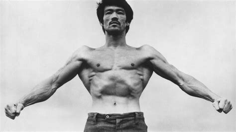 how much could bruce lee bench press everything you need to know about lat training