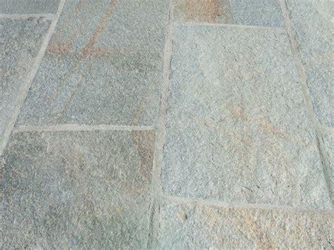 pavimenti in pietra naturale per interni pavimento per interni ed esterni luserna piano cava