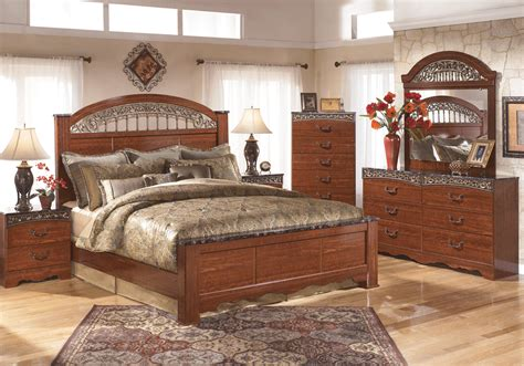 Fairbrooks Estate Poster Bedroom Set | fairbrooks estate king poster bedroom set louisville