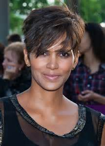 pixie haircut 40 halle berry stylish short pixie cut for women over 40